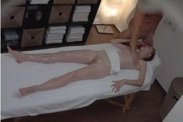 Rejtett kamerás erotikus szexmasszázs