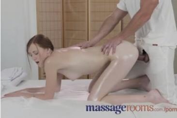 Linda Sweet - masszázs szex a kis vörösnek